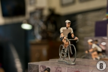 A mini cast iron racing cyclist at Exceeler Bikes in Bruges (photo by Photo Tour Brugge)